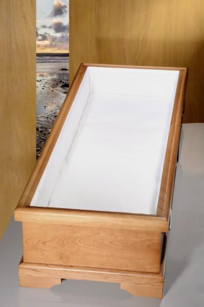Sarginnenauskleidung 01100, BW weiß, Unterlage abgekettelt, Seitenstreifen mit weißem Taftband