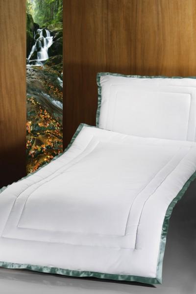 Deckengarnitur 156 Stoff, grüne Litze und Steppung