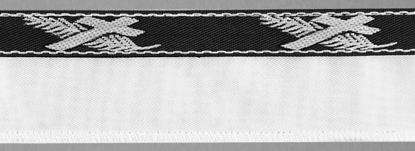 Meter Steg, Serge weiß, beids.abgekett., Vlies hinterl.+angenähtem Lotband Kreuz/Palme s/w (á 100 m
